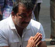 Bollywood star Sanjay Dutt due in jail over bombings